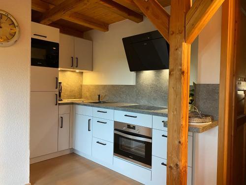 Ferienwohnung Otto的厨房或小厨房