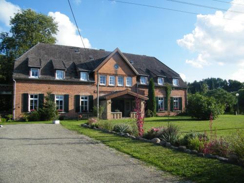 Gutshaus Dämelow Wismar外面的花园