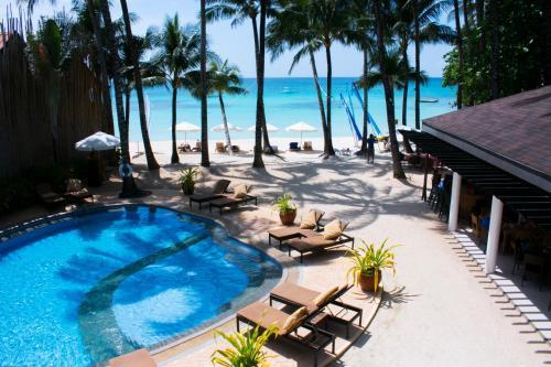 长滩岛温德姆麦克罗特酒店内部或周边泳池景观