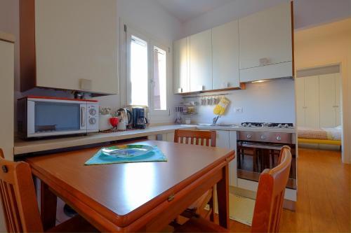 Studio Canova的厨房或小厨房