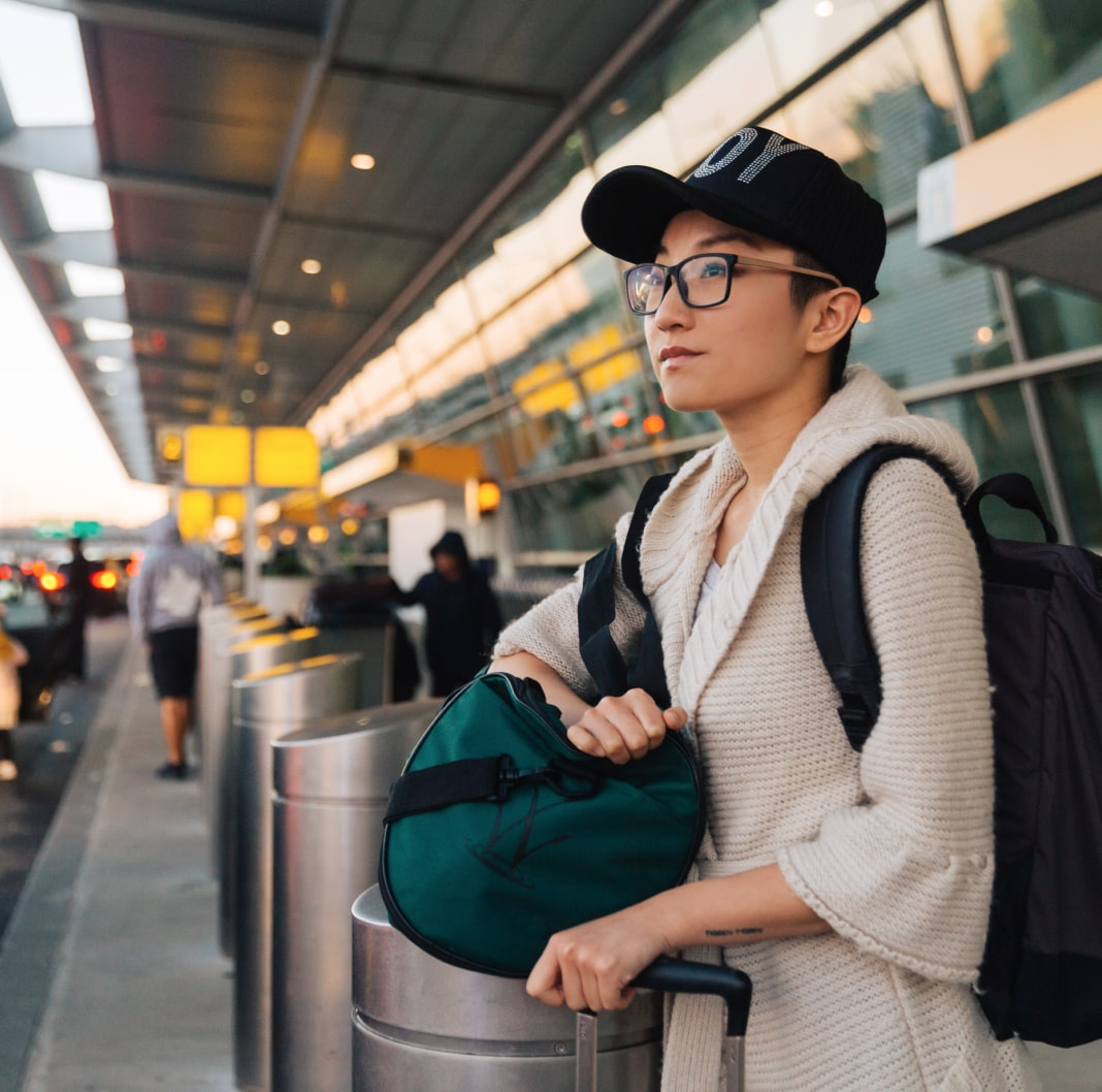 旅客准备离开机场