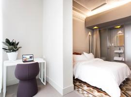 BCN代斯特内轩酒店 - 大学房