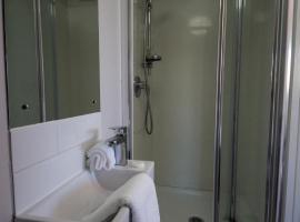 34麦肯齐公寓, 特威泽尔