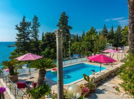 Villa Carmen Rooms & Apartments