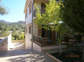 Lovely country house in Trimiklini