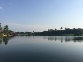 Cabin on the Volta estuary, Ada
