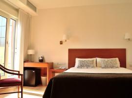 由特尼亚酒店