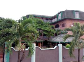 Rojo Hotel, Nkawkaw (Kwahu South附近)