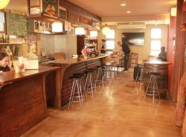 宫岛咖啡厅背包客旅馆