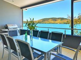 Villa 4 The Edge on Hamilton Island Waterfront High Ceilings Modern Amenities Plus Buggy