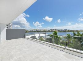 Fantastic Laker View Apartment with Large Balcony