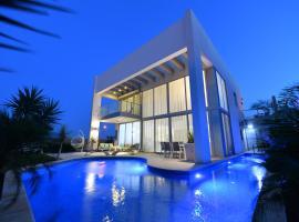 Turquoise Apartment with Pool,位于埃拉特海豚礁附近的酒店