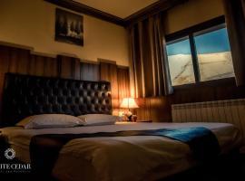 白雪松度假酒店, 阿尔·阿尔兹