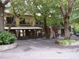 哈尼泽美诺酒店, 阿拉霍瓦