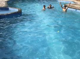 Baaz Jungle Resort, Khawāsa
