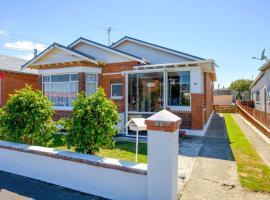 Fresh decor modernised Dunedin house near beach