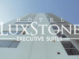 Luxstone Executive & Suites,位于拉巴斯的酒店
