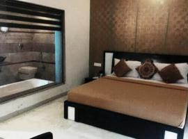 Warmly Decorated room in Mount Abu