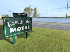 East Jordan Motel, Boyne City (Boyne Mountain附近)