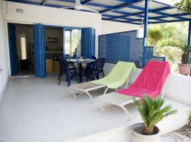 Pebbles Beach Cottage - 1 Bdr, Sleeps 3, Free Wifi
