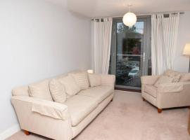 2 Bedroom Apartment with Private Parking in Bristol