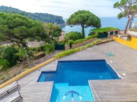 Lloret de Mar Villa Sleeps 7 Pool Air Con WiFi