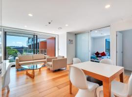 Suberbly Styled Two Bedroom with Free Carpark