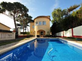 Casa con piscina y vistas al mar a 20 min bcn