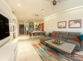 Luxury Condo between 5th Avenue and the Beach