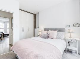 2-bed Notting Hill / Portobello,位于伦敦波多贝罗路市集附近的酒店