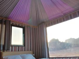 Wadi Rum Legend camp,位于瓦迪拉姆亚喀巴塔拉湾附近的酒店