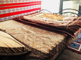 Jorry Wadi Rum Camp,位于瓦迪拉姆亚喀巴塔拉湾附近的酒店