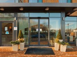 快捷假日剑桥达克斯福德M11高速公路10号岔口酒店,位于剑桥的酒店