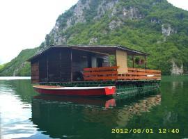 拉夫特佩鲁萨船屋