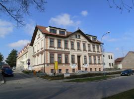 什拉帕尼采中央大学酒店