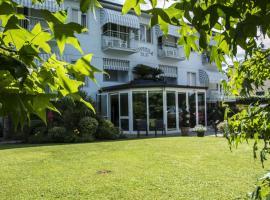 里维埃拉布鲁酒店