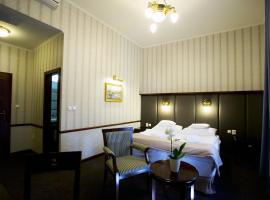 金鹰酒店, Levice