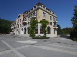 阿莱格拉别墅酒店, 卡瓦尔纳