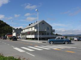 Ulvsvåg Gjestgiveri og Fjordcamping, Ulvsvåg
