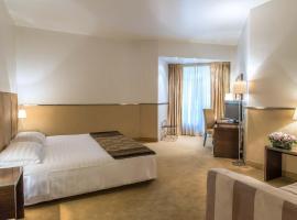 米尼皇宫酒店