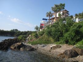 Villa Chara, 阿莫利亚尼岛
