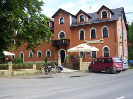 红色门户酒店