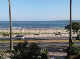 进入布西奥海滩的阳台公寓