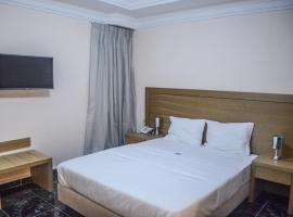 埃尔梅迪纳酒店