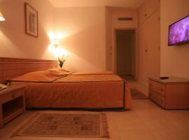 勒斯帕尔米尔斯酒店, 莫纳斯提尔