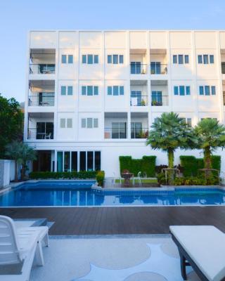 宋通卡马拉海滩公寓式酒店