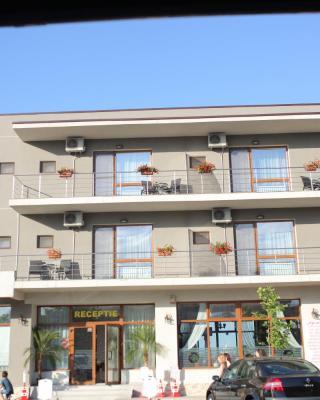 阿加彼马马亚酒店