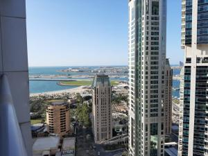 Private rooms in 3 bedroom apartment sky nest home sky view tower