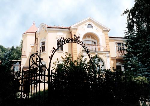 索乃恩斯特拉尔酒店