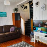 Cozy small house, perfect located near the airport